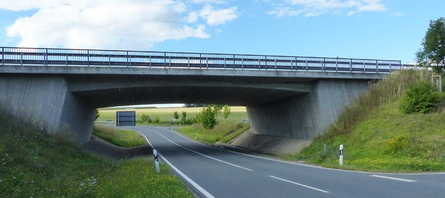 Neubau von Brückenbauwerken im Zuge der Verlegung der B8 bei Biebelried